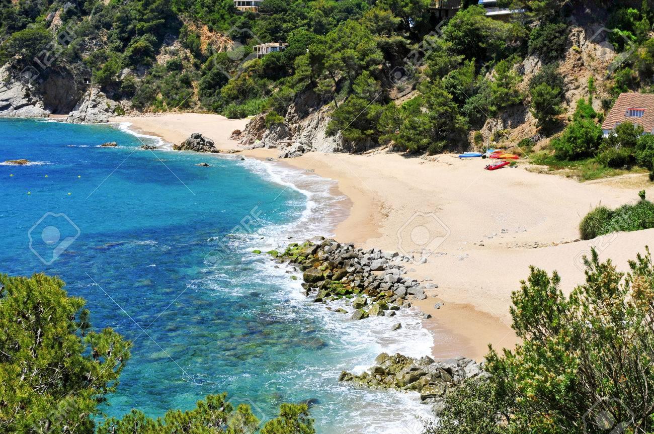 9d217816e18d Banque d'images - Une vue sur les différentes criques de la plage de Cala  Llorell à Tossa de Mar, Costa Brava, Catalogne, Espagne