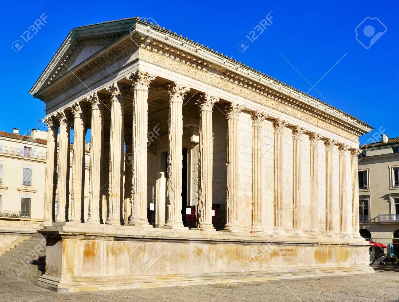 フランス、ニームの古代ローマ ...