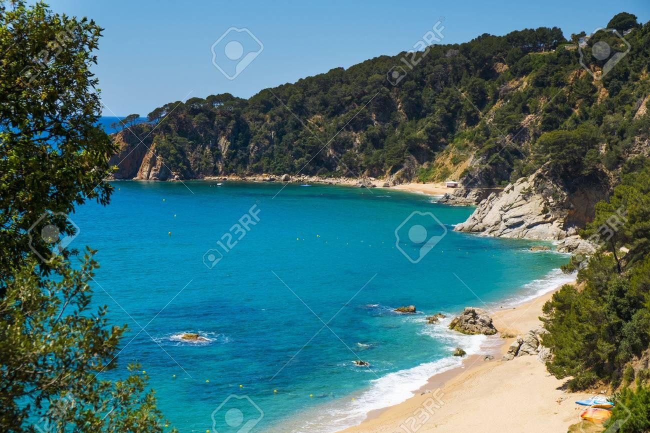 75d12966f176 Banque d'images - Une vue sur les différentes criques de Cala Llorell à  Tossa de Mar, sur la Costa Brava, en Catalogne, en Espagne