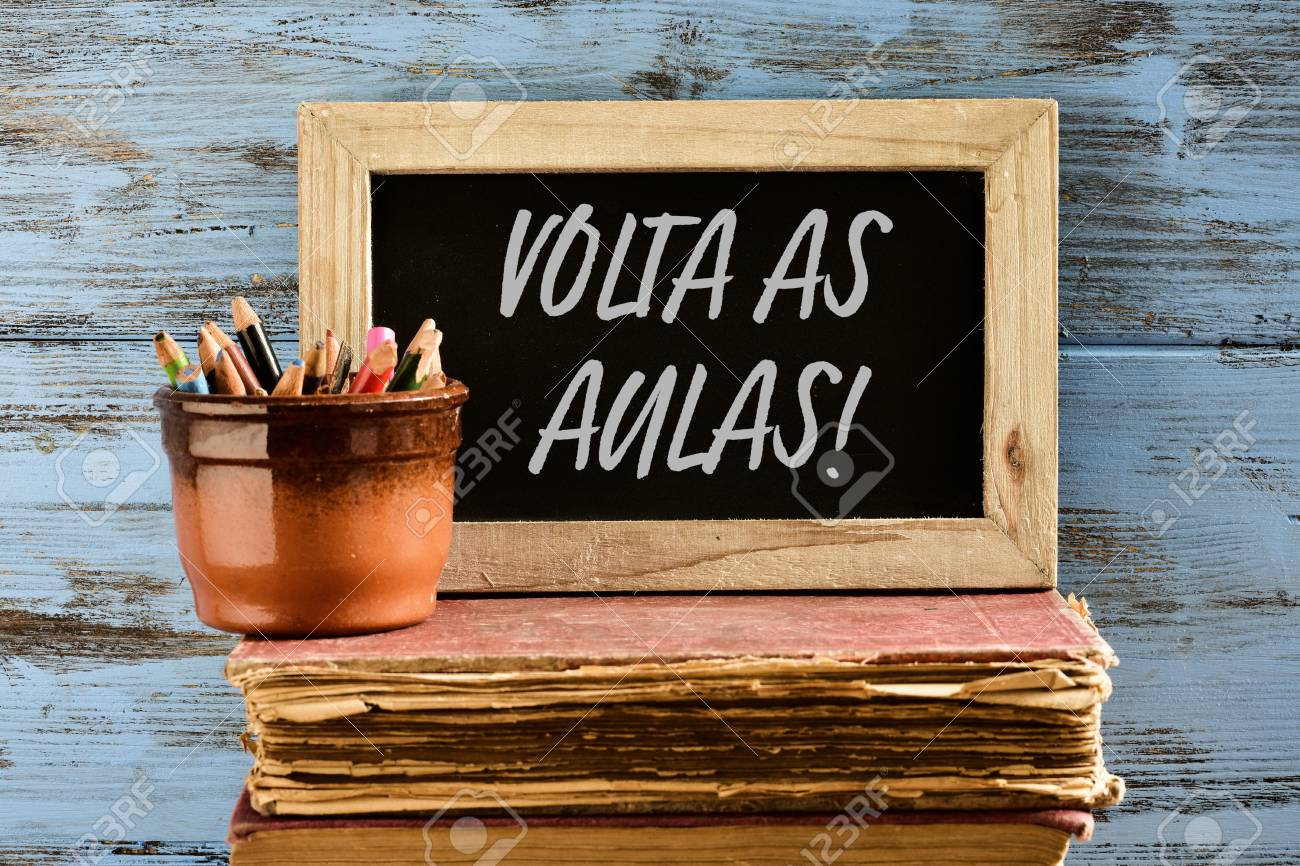 Eine Holz-gerahmte Tafel Mit Dem Text Volta Als Aulas, Zurück Zur ...