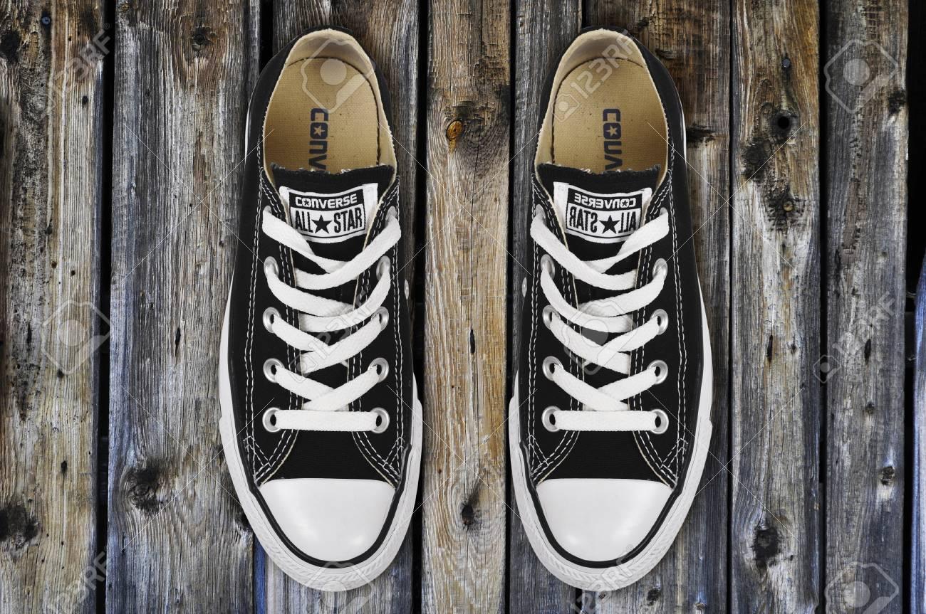 zapatos converse negras