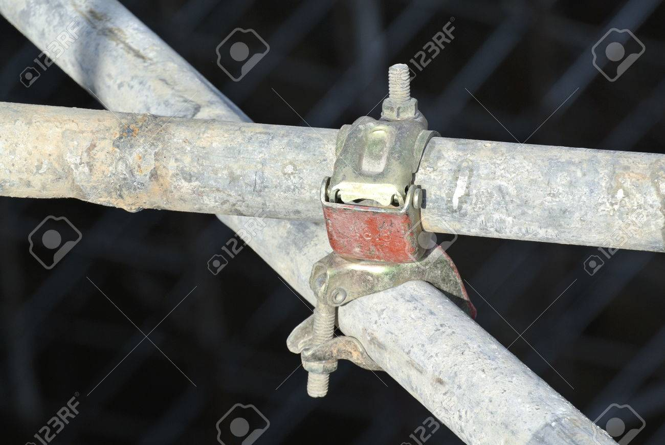 Connector used to connect the scaffolding?s tube and to strengthen