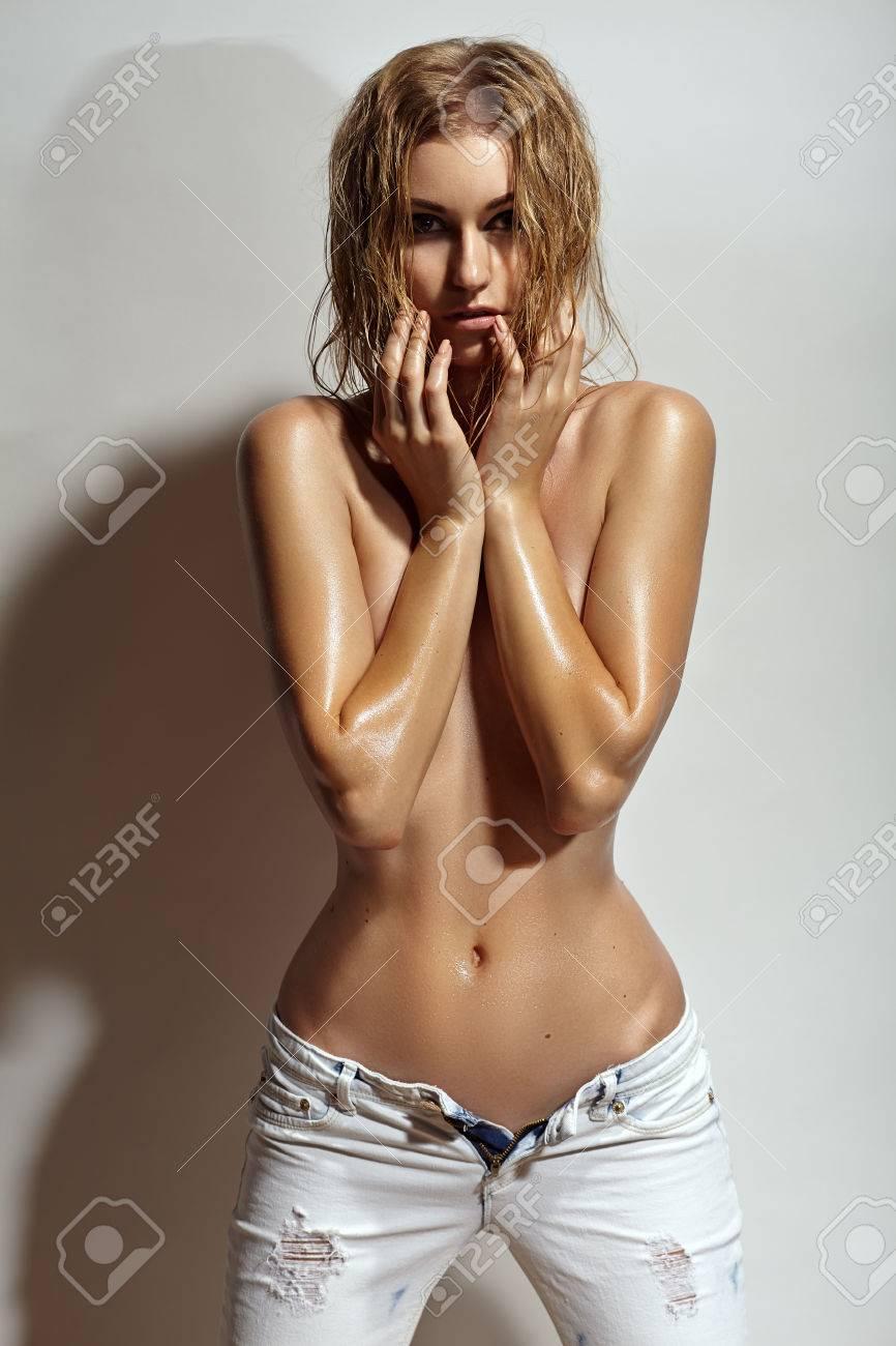 topless-girls-in-suspenders-pics