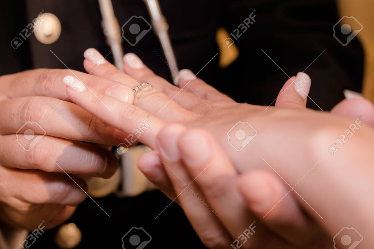 Close Up Hands Of Bride And Groom Putting On A Wedding Rings Stock ...
