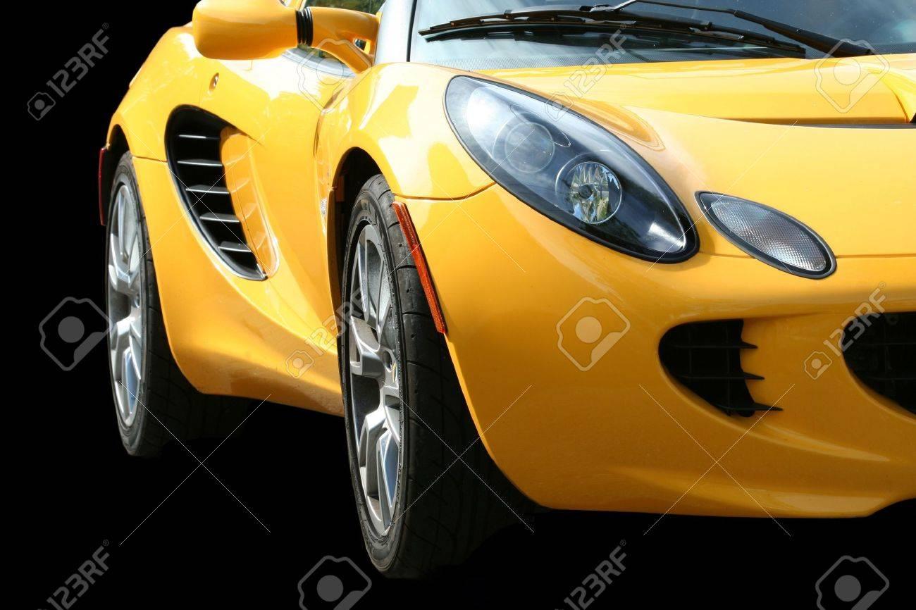 Een Geïsoleerde Gele Sportwagen Op Zwart Royalty-Vrije Foto ...
