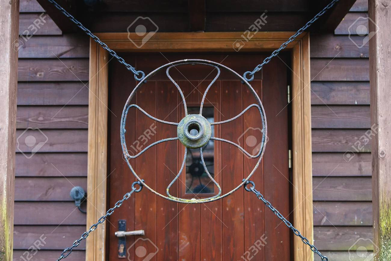 door hangs in front of the iron circle with accessory Stock Photo - 93375591 & Door Hangs In Front Of The Iron Circle With Accessory Stock Photo ...