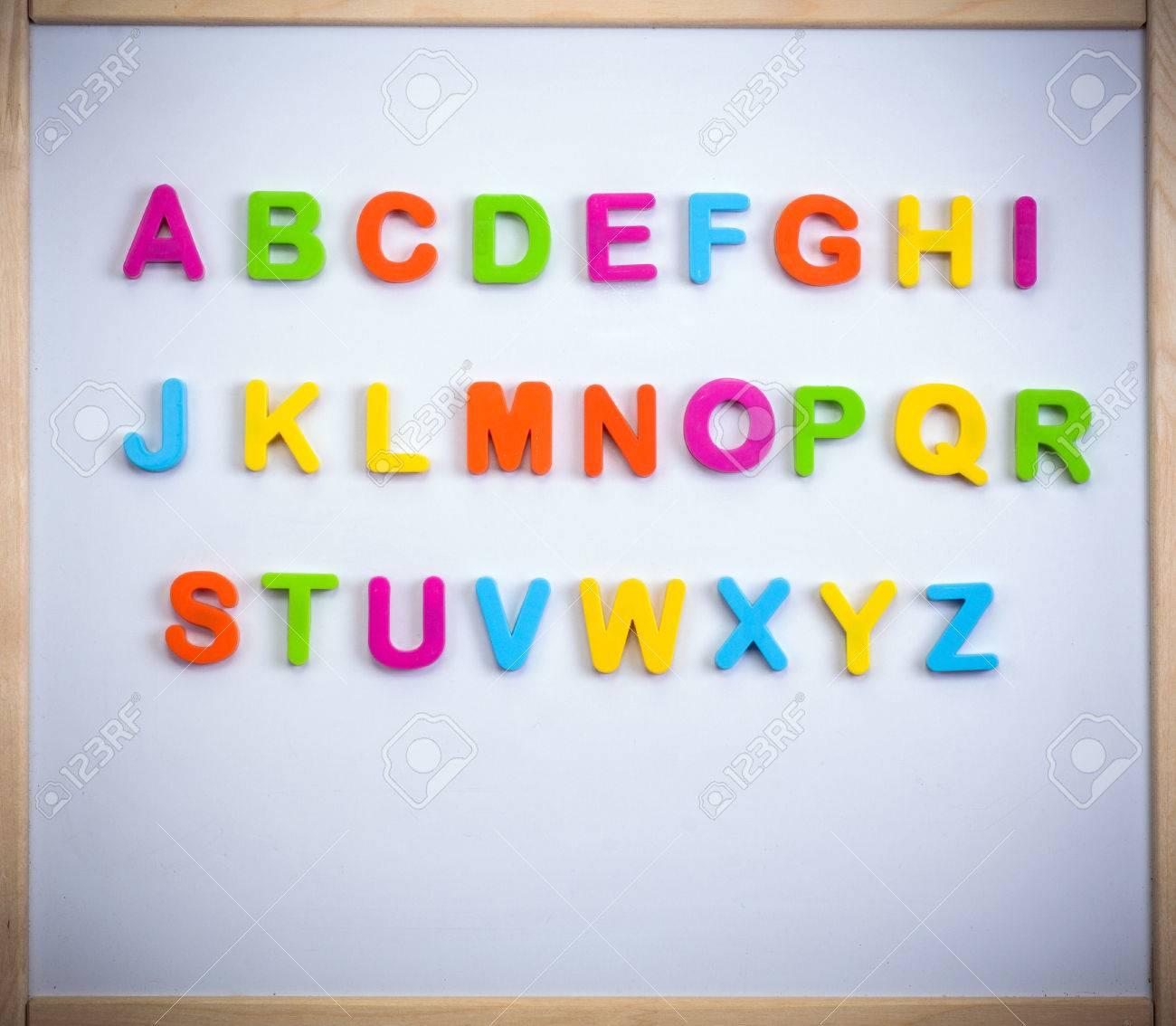Alphabet Anglais En Lettres En Plastique Sur Un Tableau Magnetique Banque D Images Et Photos Libres De Droits Image 45522251