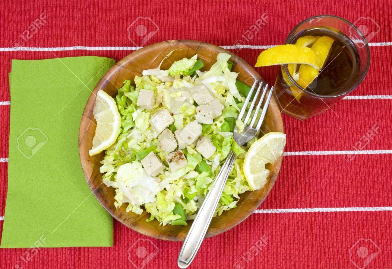 Bambus Schussel Mit Leckeren Frischen Salat Lizenzfreie Fotos