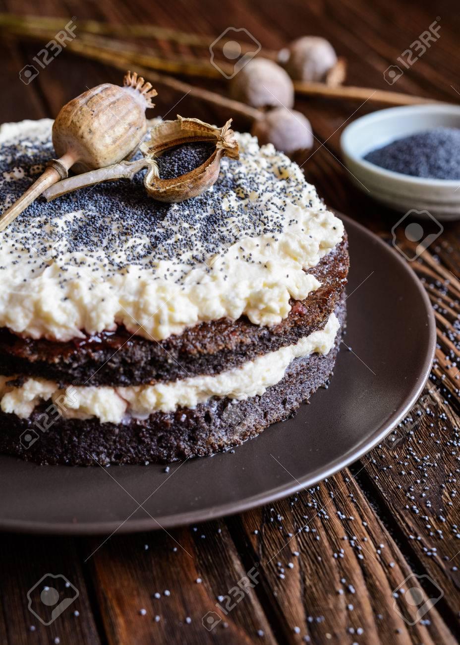 Mohn Kuchen Mit Schlagsahne Und Mascarpone Fullung Lizenzfreie Fotos