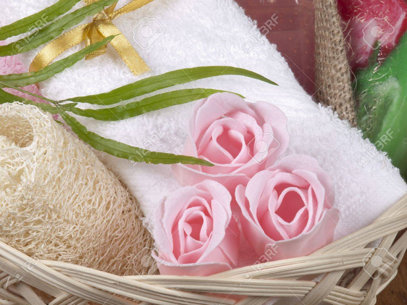 concept de spa avec une serviette, soap comme une fleur de rose