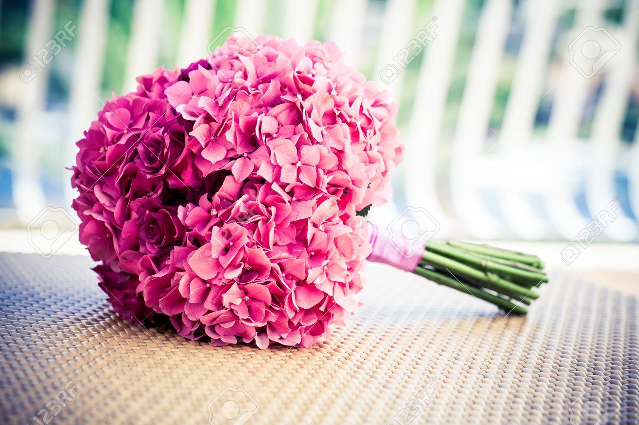 Ein Sorft Rosa Hortensien Eine Rose Brautstrauss Auf Einem Wovan