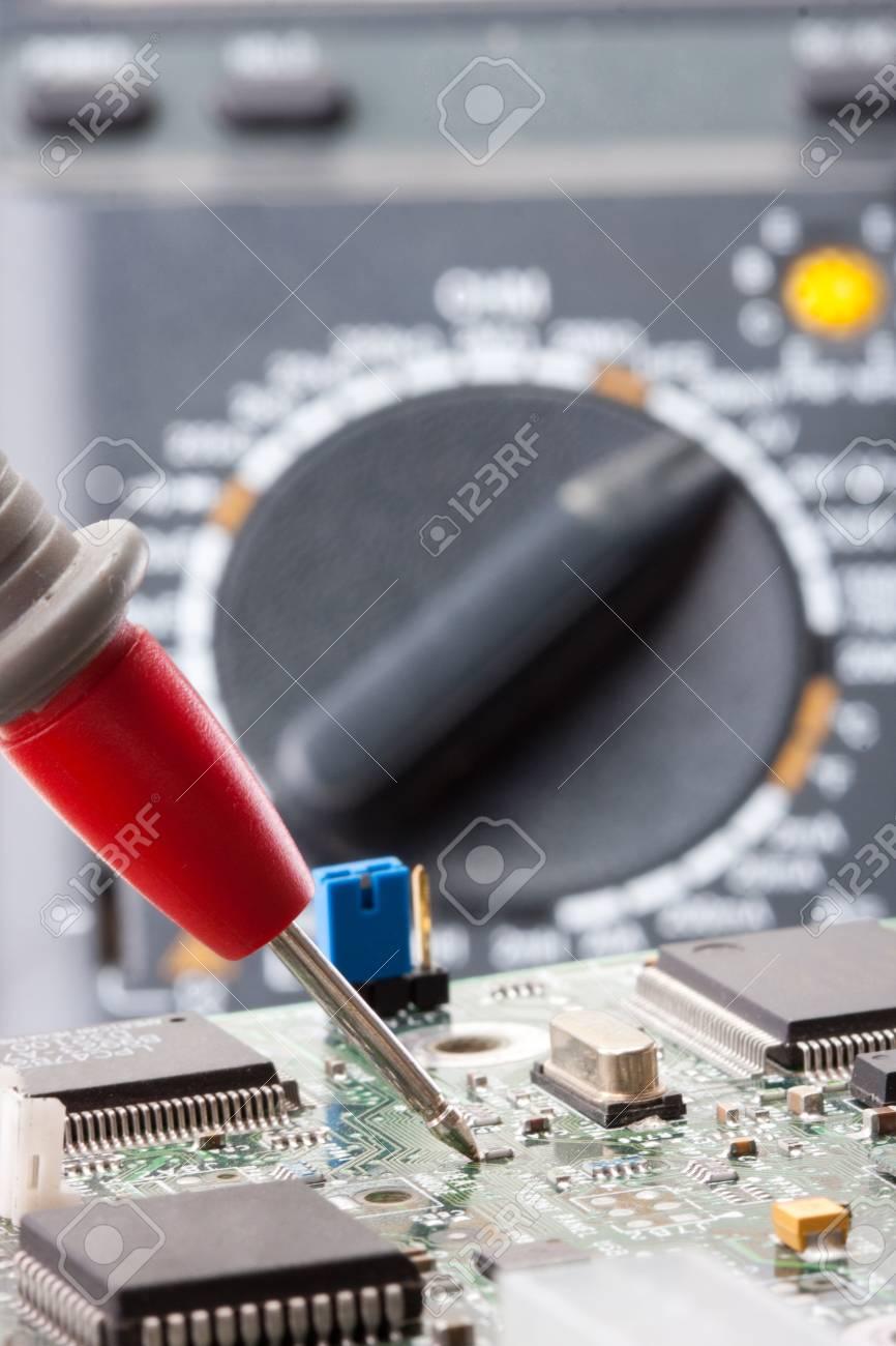 Electrnica Y Circuitos El Multimetro Digital Su Testing Circuit With Multimeter Stock Image 20315121 Foto De Archivo Sonda Multmetro Analizar Circuito
