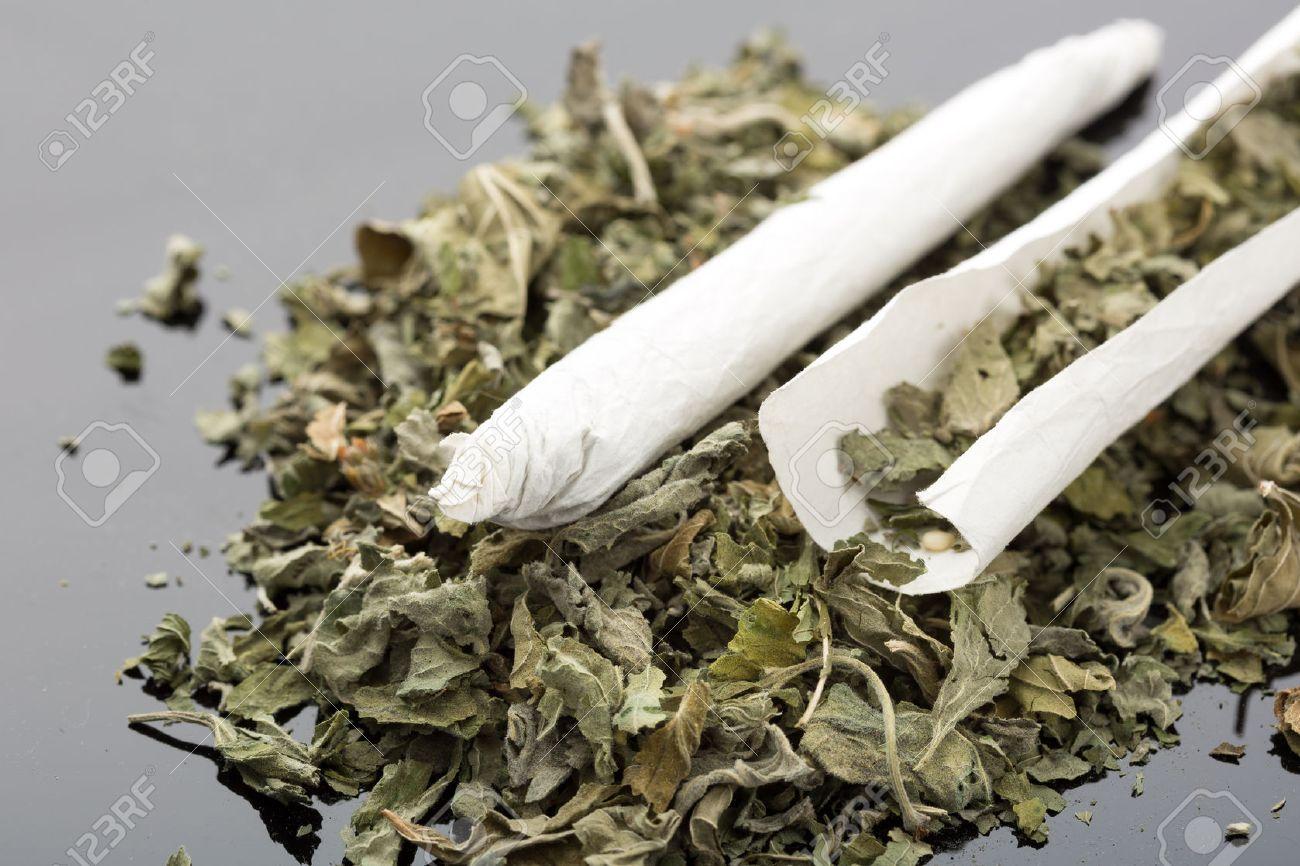 乾燥大麻タバコを手作りのクローズ アップ写真 の写真素材・画像素材 ...
