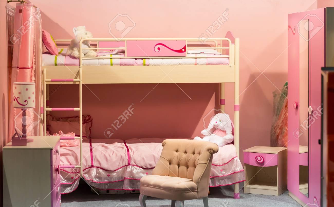 Schönes Kinderzimmer In Einem Rosigen Flush Lizenzfreie Fotos ...
