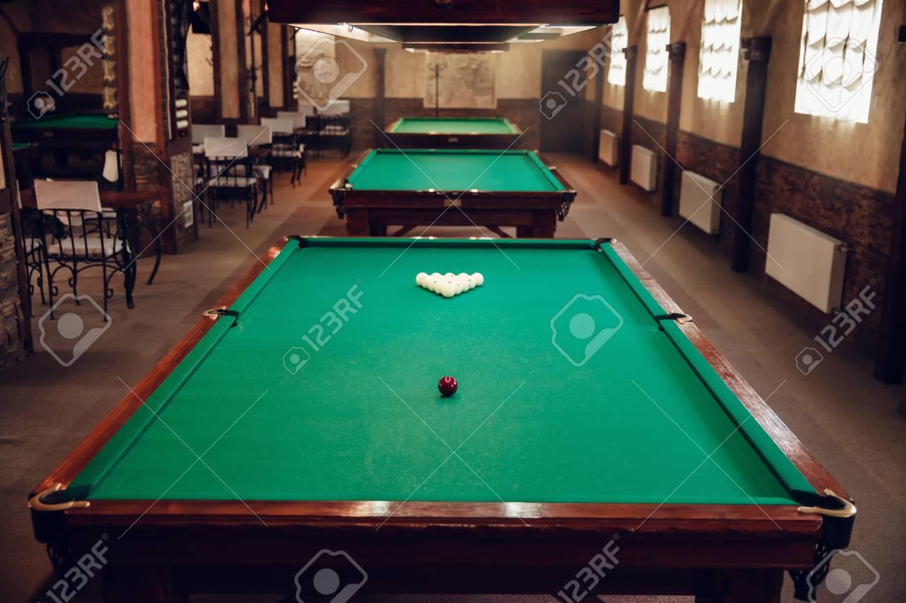 banque dimages salon de billard moderne avec table prpare pour jouer