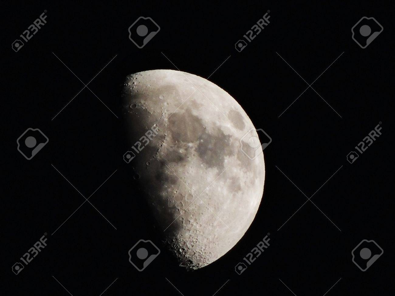 Luna En Cuarto Creciente Stock Photo, Picture And Royalty Free Image ...