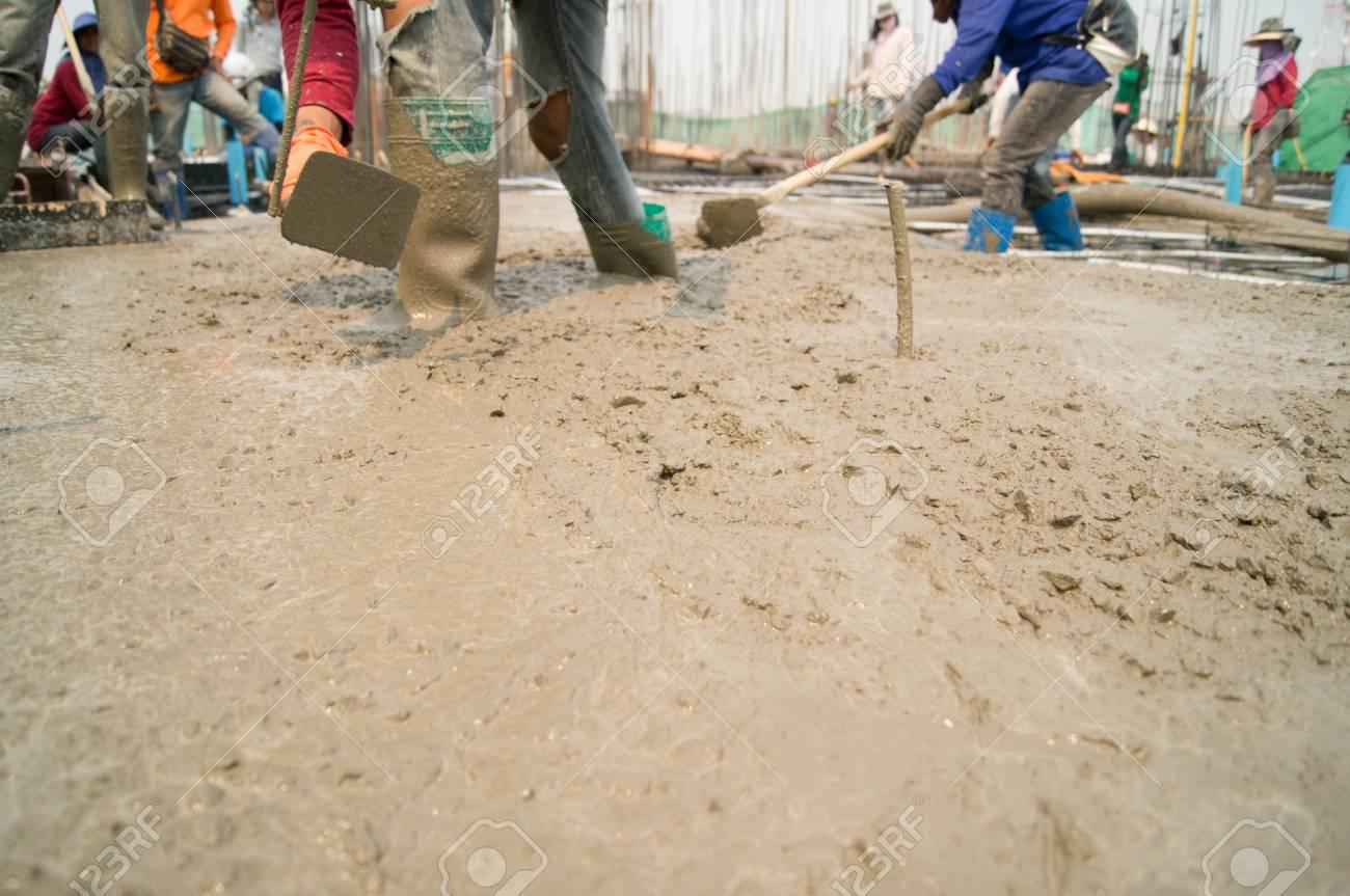 Arbeiter Giessen Von Beton Lizenzfreie Fotos Bilder Und Stock