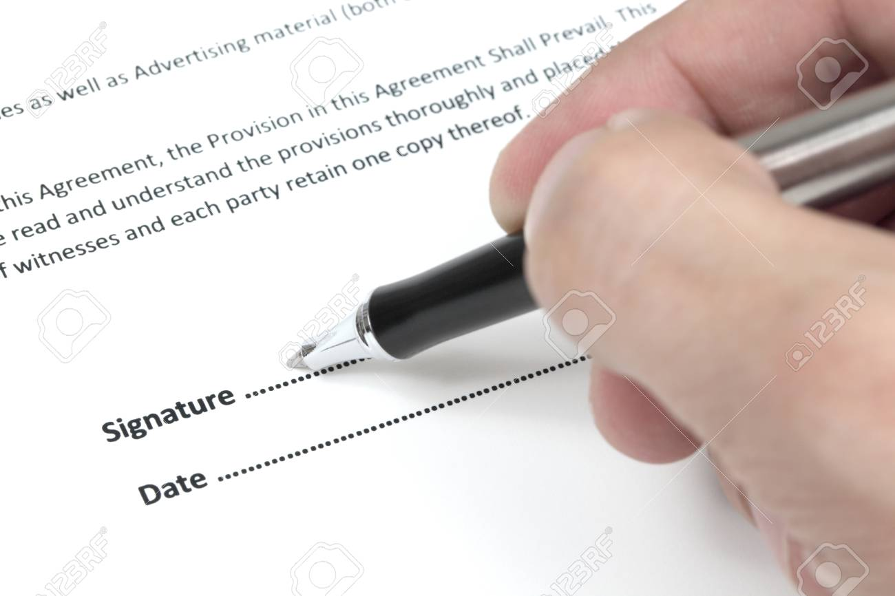 Business man signing a contract Stock Photo - 18379816