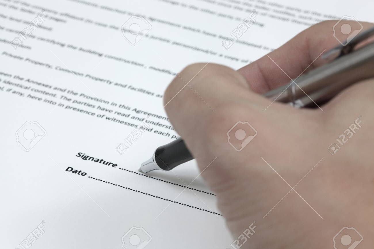 Business man signing a contract Stock Photo - 18379841