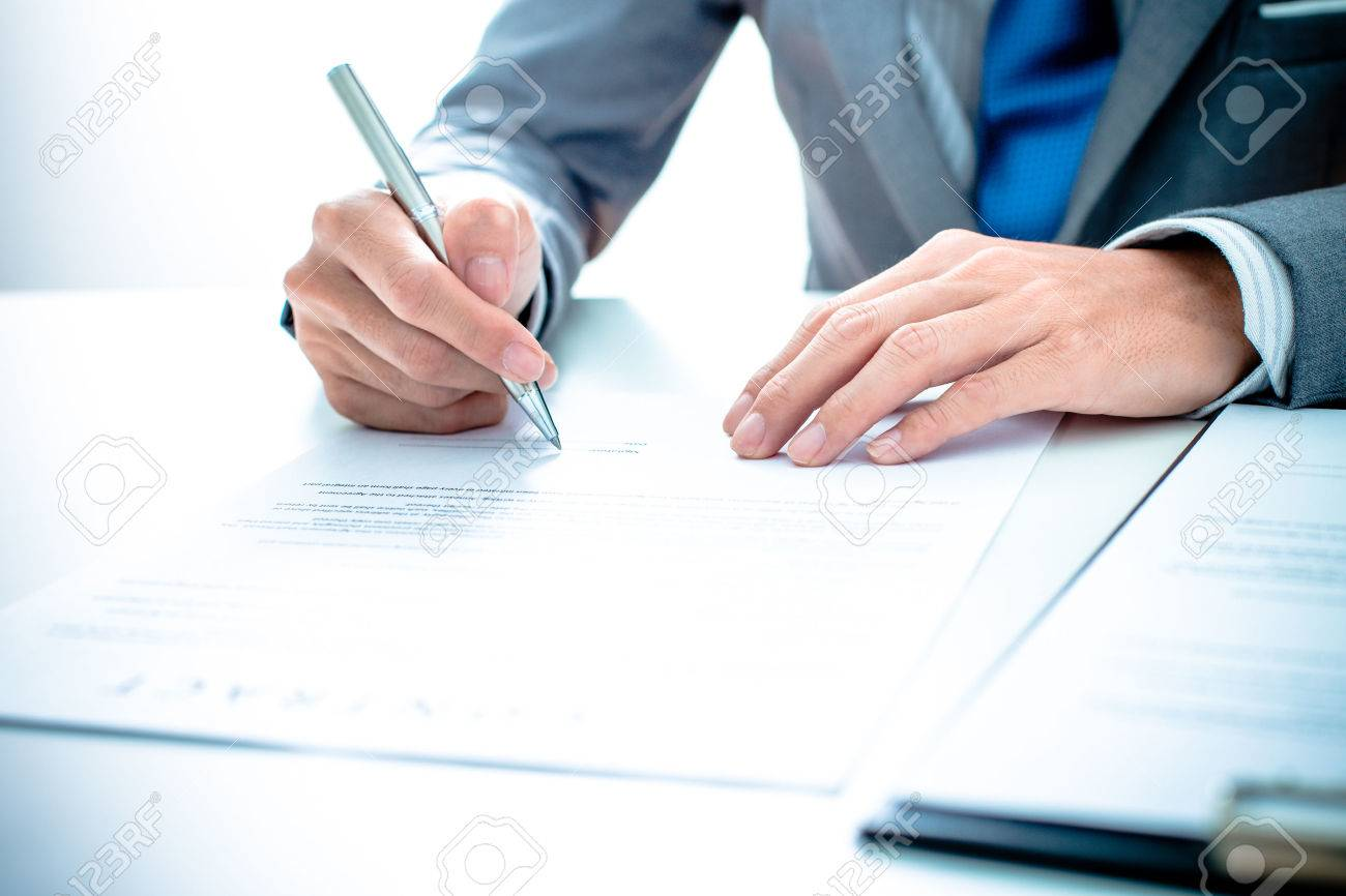 Business man signing a contract Stock Photo - 36704475