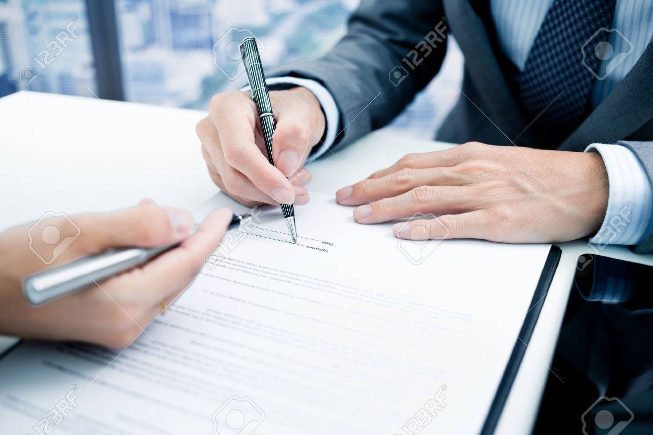 Business man signing a contract Stock Photo - 46206826