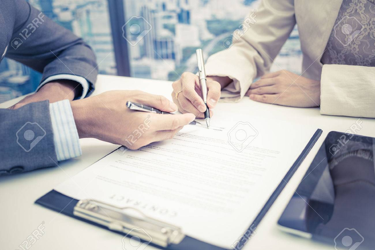 Female hand signing contract. Stock Photo - 46206842