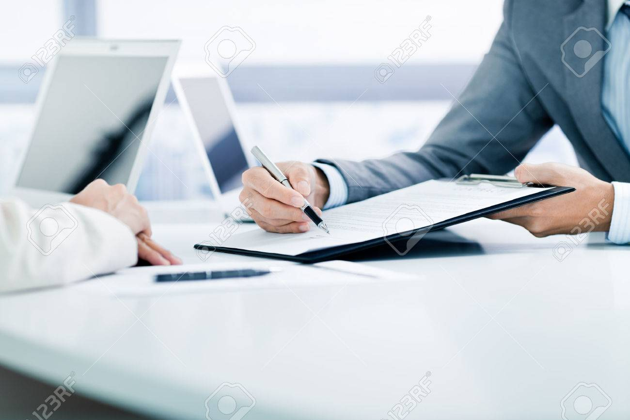 Female hand signing contract. Stock Photo - 46625712