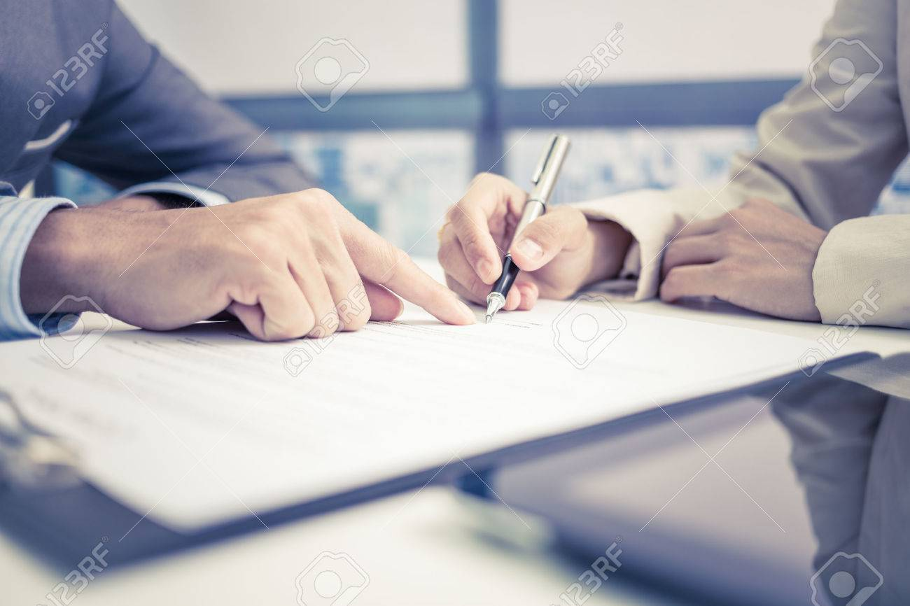 Female hand signing contract. Stock Photo - 47073710