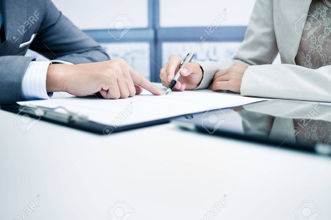 Female hand signing contract. Stock Photo - 47073800
