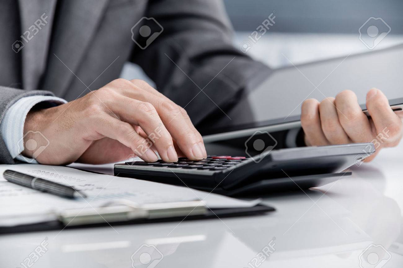 Analyse Man Business Accounting Banque d'images - 47153952