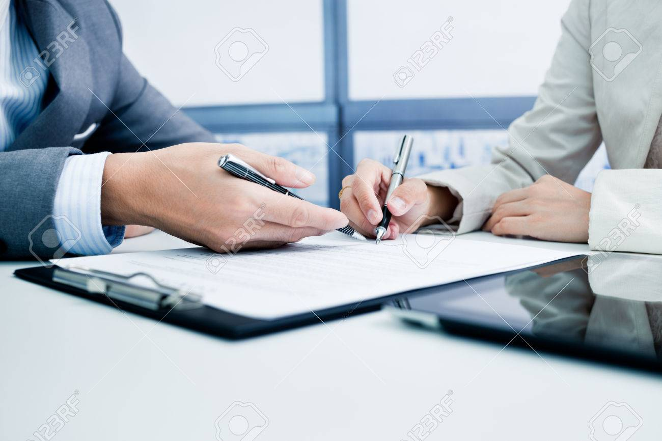 Female hand signing contract. Stock Photo - 47154940