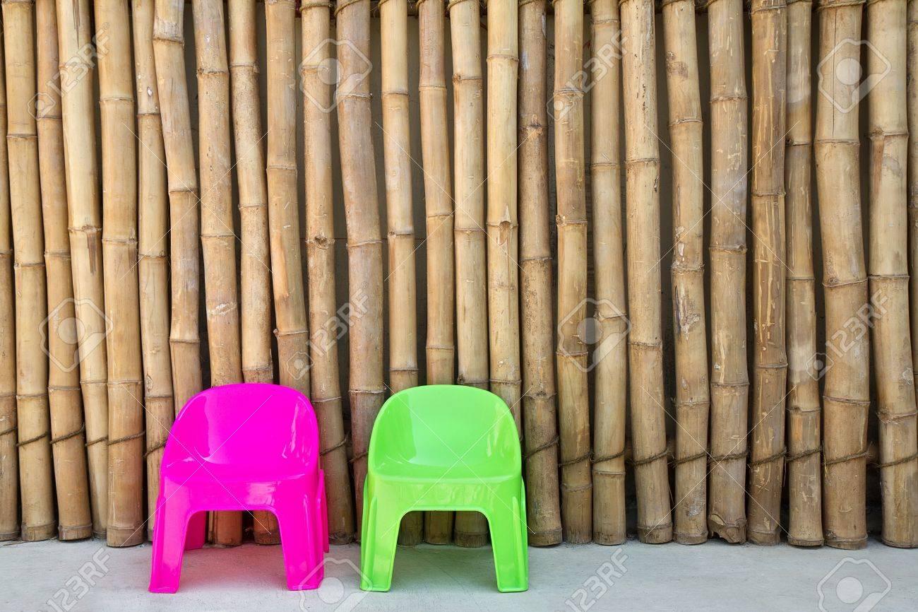 Stock Sedie In Plastica.Immagini Stock Sedie Di Plastica Su Sfondo Di Bambu Giapponese