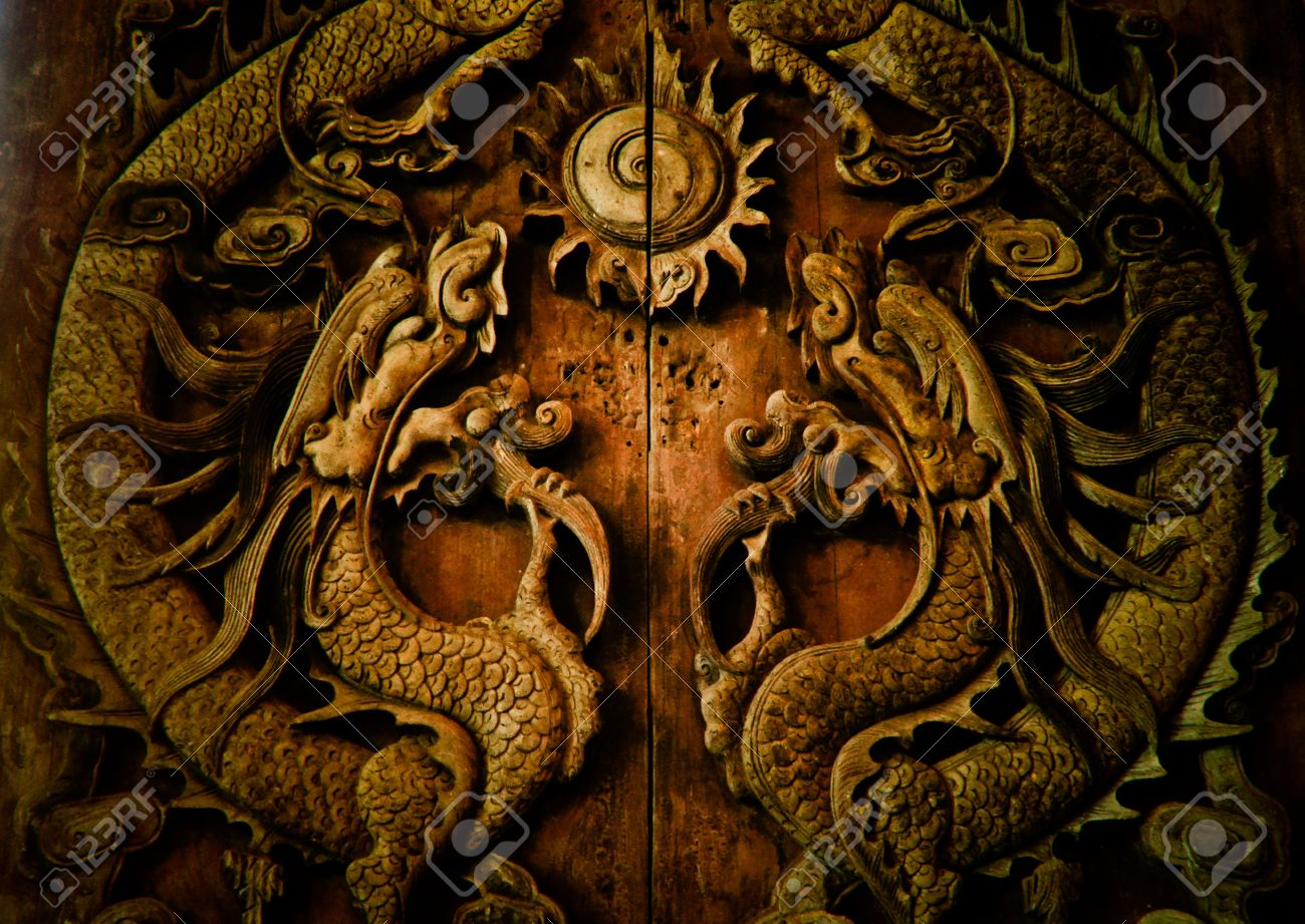 Antique wooden door Sculpt a Dragon God Stock Photo - 14551152 & Antique Wooden Door Sculpt A Dragon God Stock Photo Picture And ...