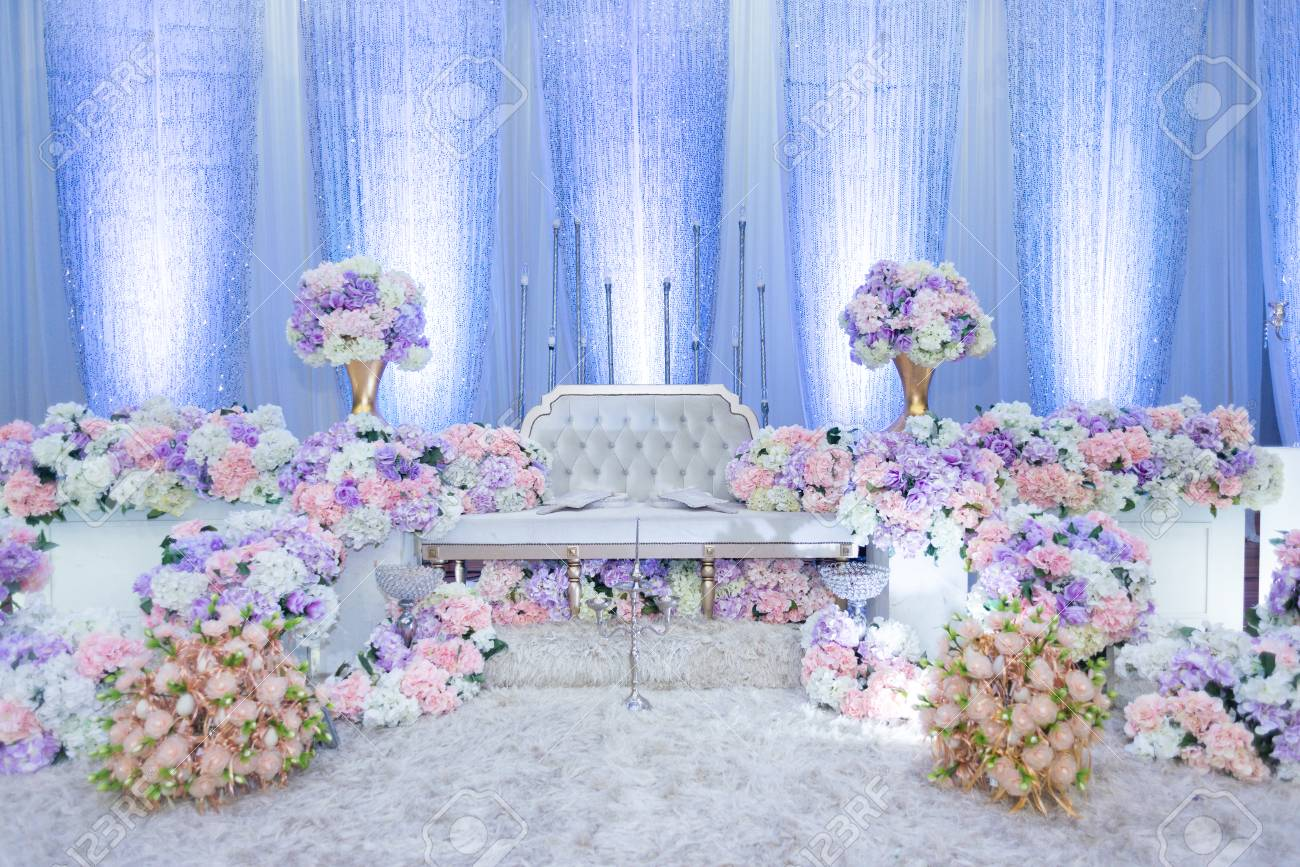 A raised stage in malay wedding where the bride and bridegroom sits in a traditional attire. it is usually decorated heavily with artificial flower. - 110275894