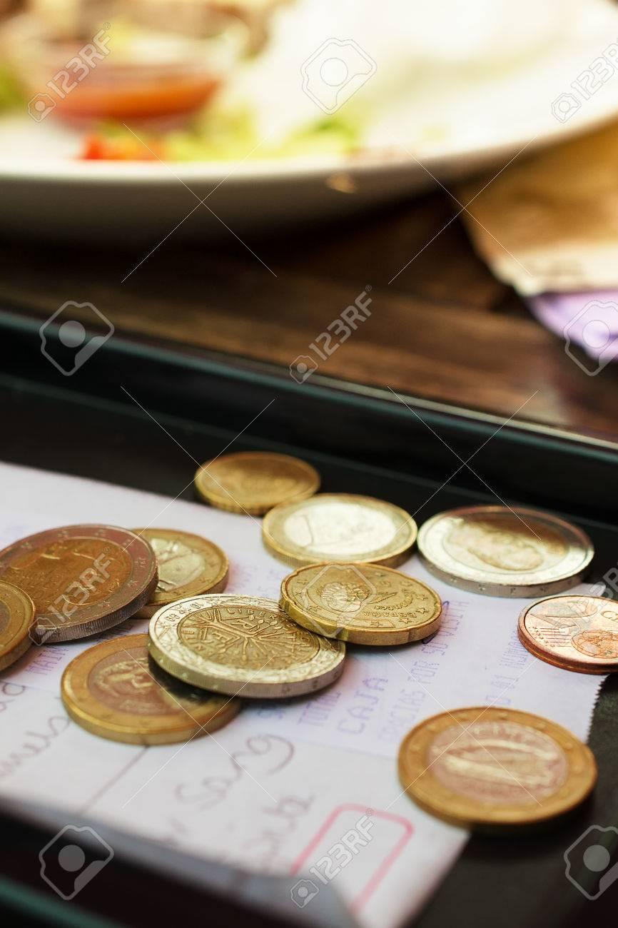 Euro-Münzen Auf Geldeingang Aus Dem Restaurant Lizenzfreie Fotos ...