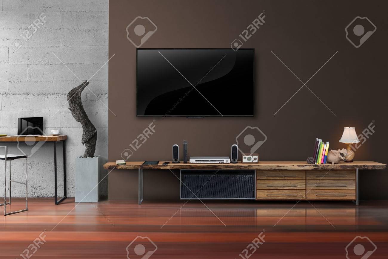Salon TV LED sur le mur en béton avec table en bois meubles de médias de  style loft moderne