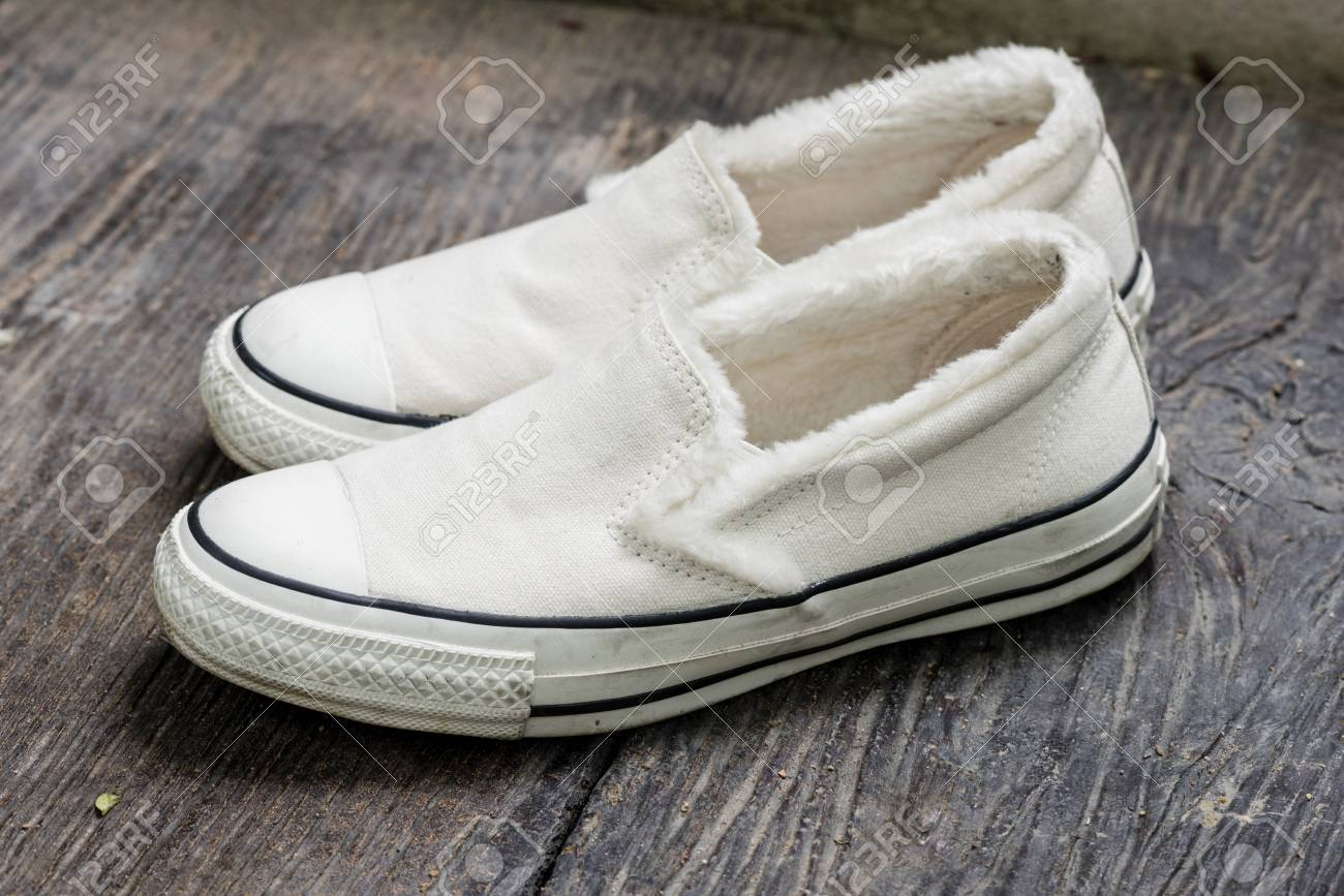 closeup the white women sneakers without laces Stock Photo - 72316657 57d656812
