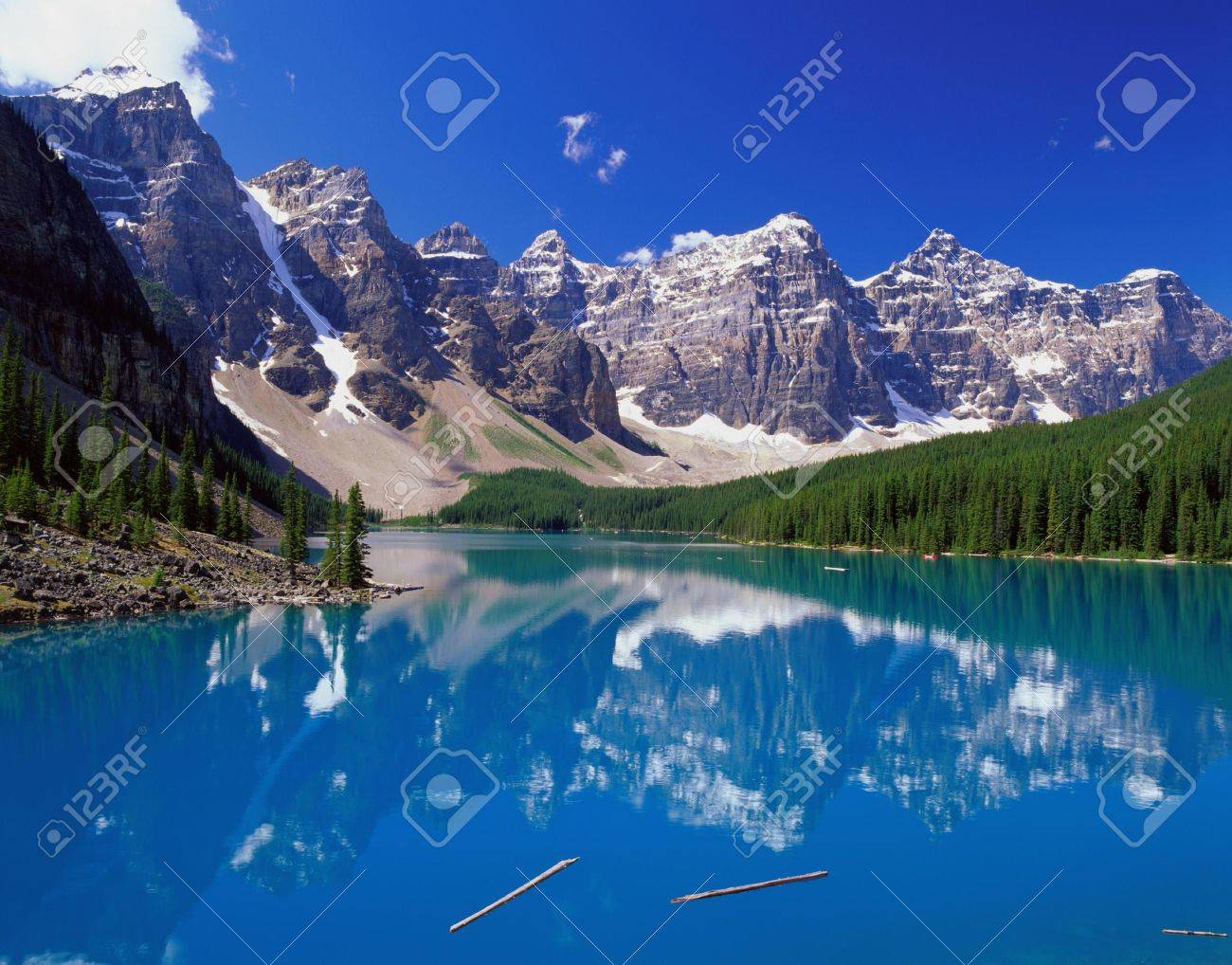Beautiful blue lake in the mountains with green trees on the shore Stock Photo - 4397617