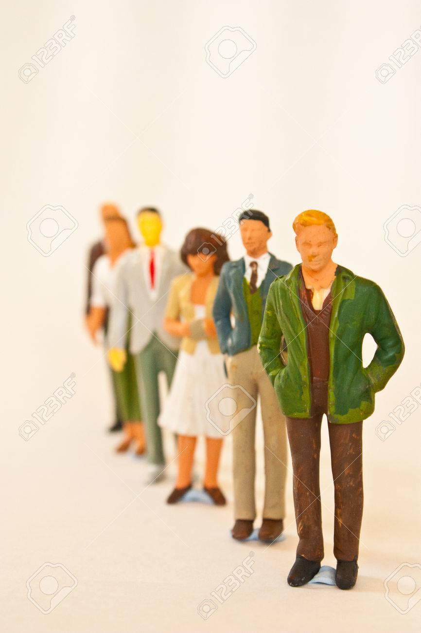 People figurines standing in line - 33305659