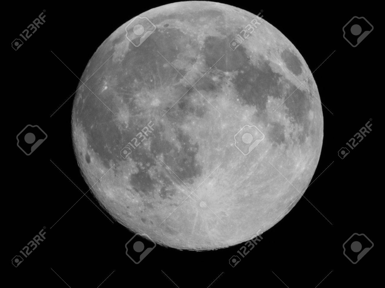 Moon Setting - 43098952