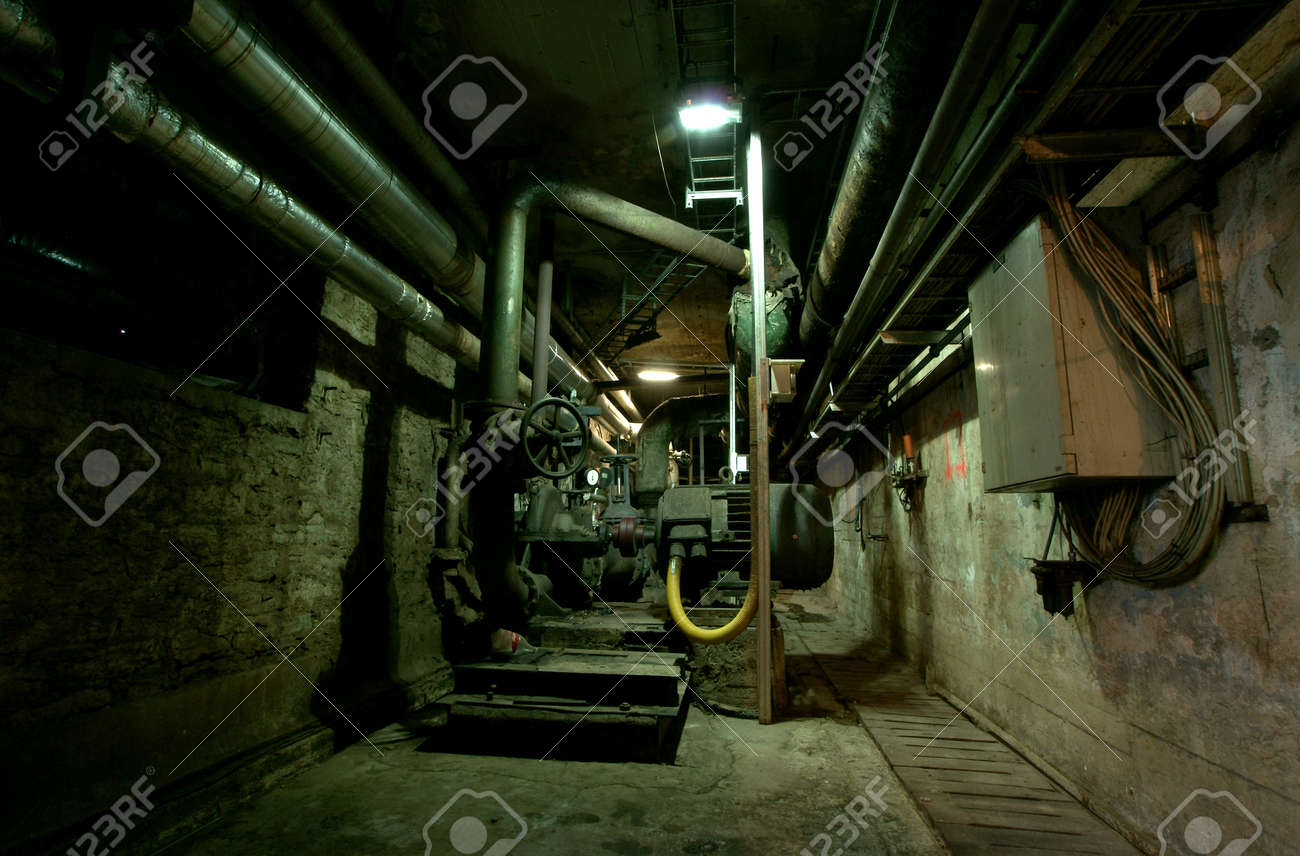 Old abandoned dirty empty scary factory interior Stock Photo - 14972828