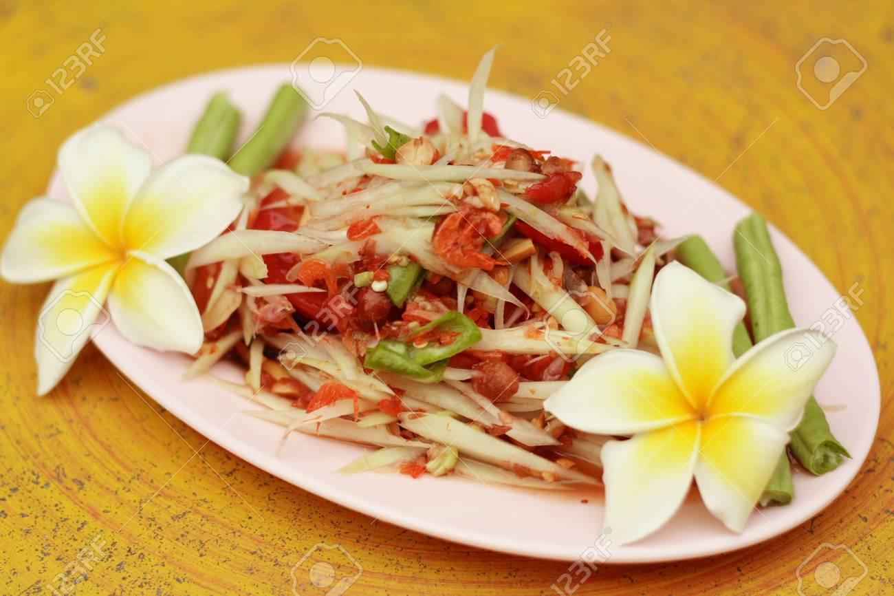 Green papaya salad Stock Photo - 14353419