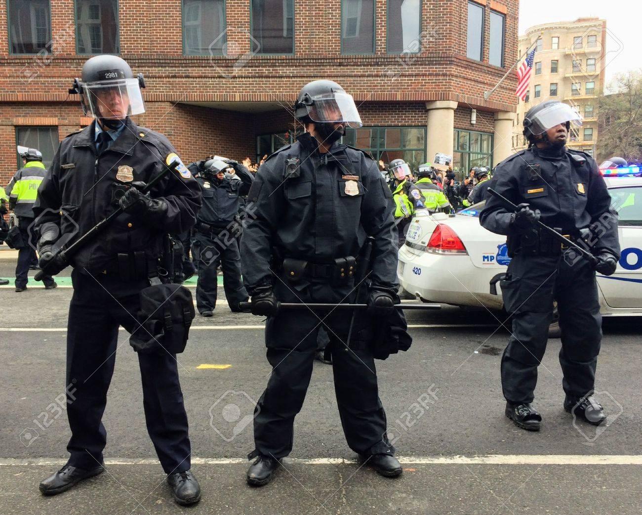 ワシントン、2017 年 1 月 20 日 - 暴動鎮圧用装備の警察は大量逮捕と ...