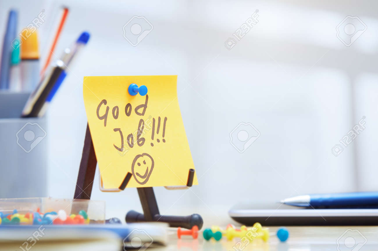 Good job text on adhesive note at office - 55411536