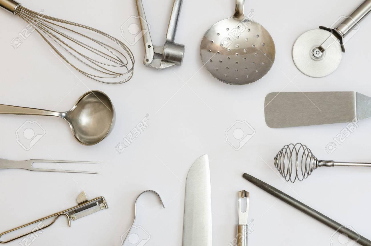 Metallische Küchengeräte Und Werkzeuge Bauen Einen Rahmen ...