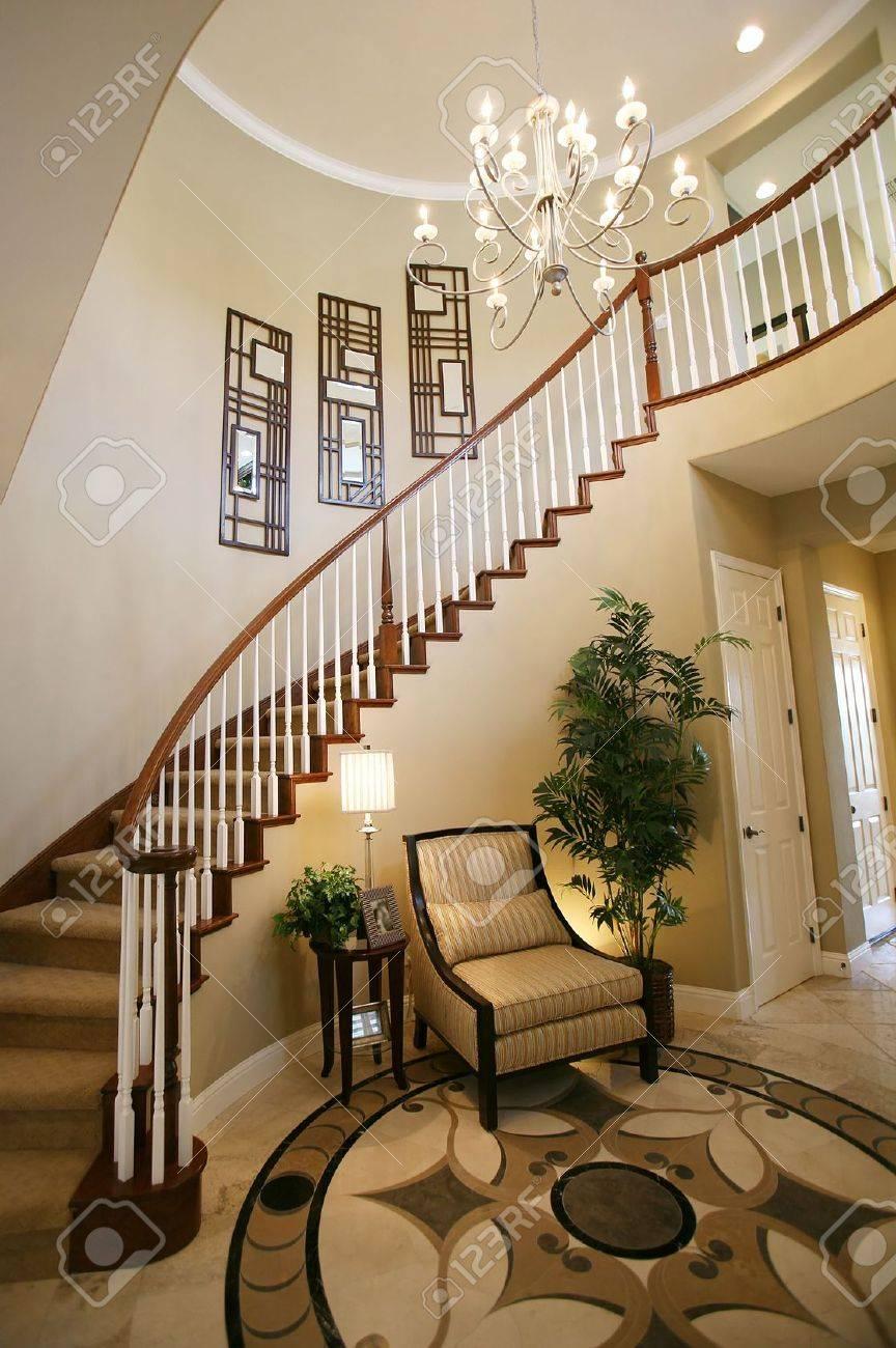 Eine Treppe Und Einreise-Art Und Weise, In Ein Schönes Zuhause ...