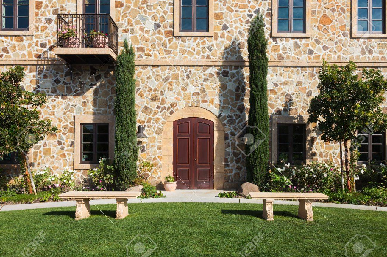 Rustic mansion in Napa Valley, California. Stock Photo - 16943624
