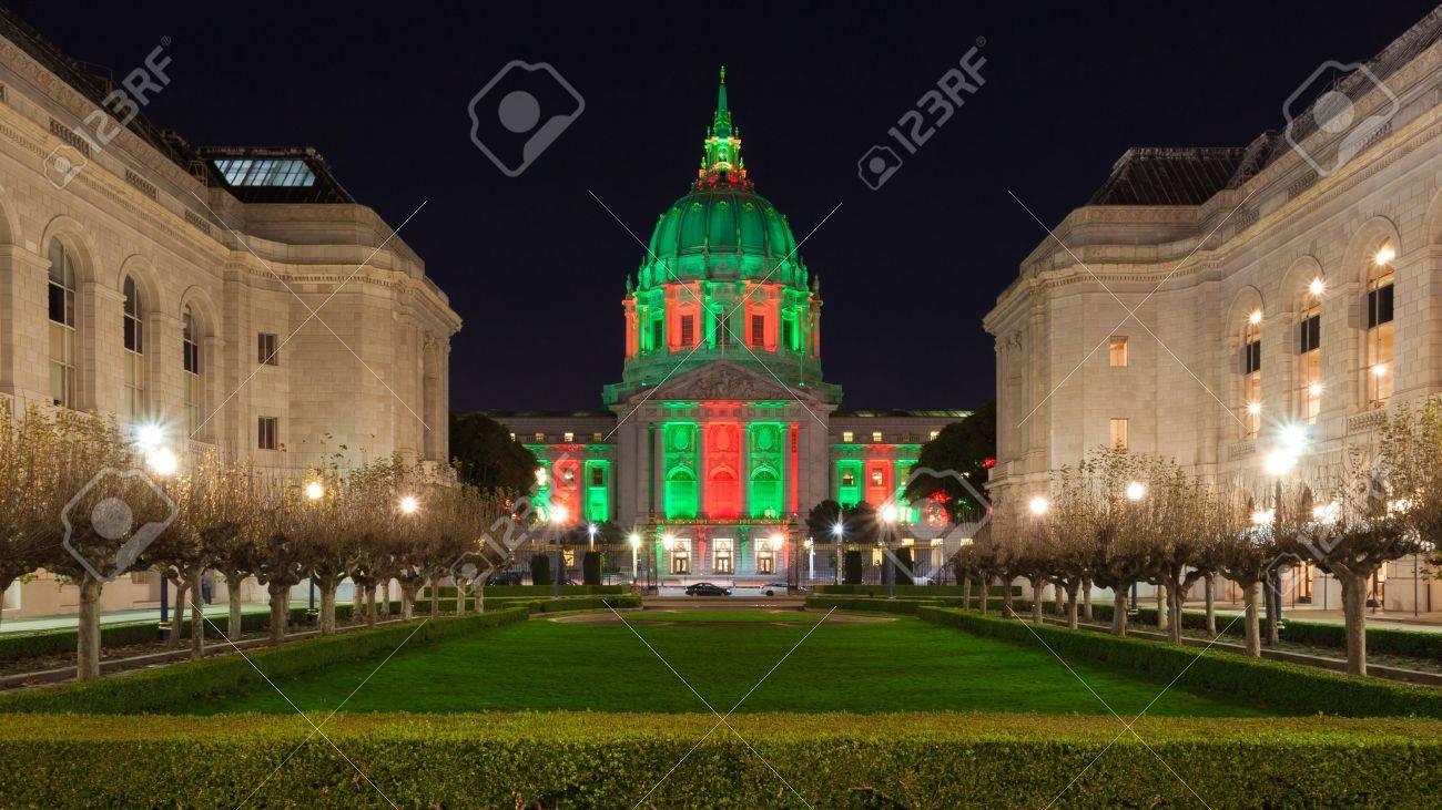 San Francisco City Hall In Rotes Und Grünes Licht Rund Um ...