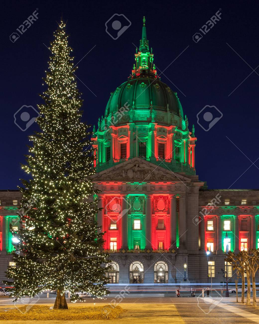 Christmas In San Francisco.San Francisco City Hall In Red And Green Light And A Christmas