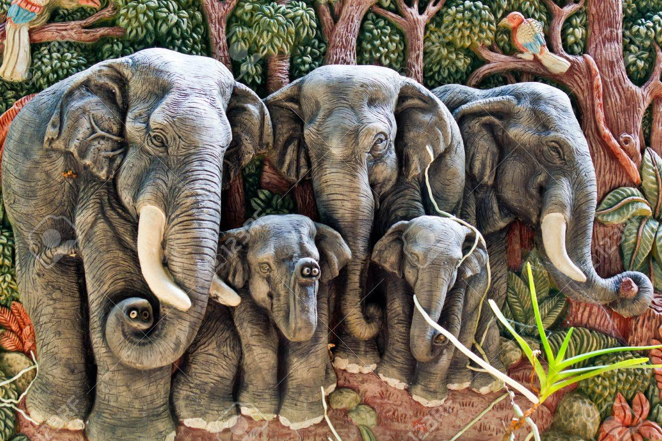 thai traditional on the wall ,elephant  mold Stock Photo - 17107913